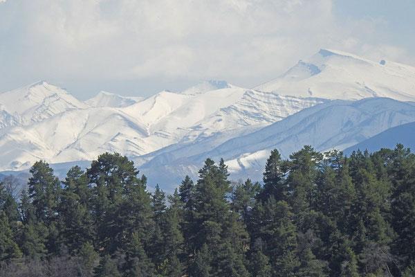 Verschneite Gipfel in Dagestan