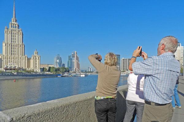 Fotostopp mit Blick auf die Wolkenkratzer der Moskau City
