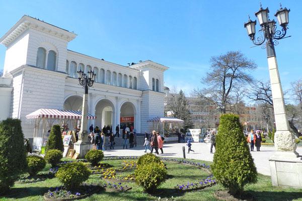 Am Eingang zum Kurpark von Kislowodsk