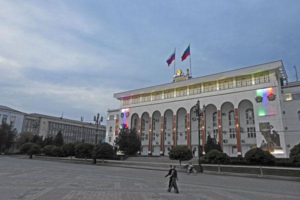 Regierungsgebäude am Lenin-Platz von Machatschkala