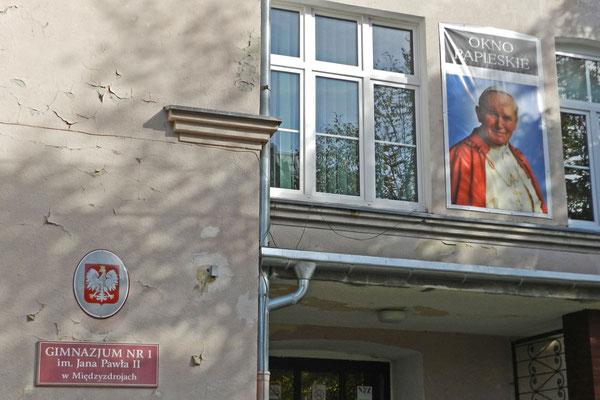 Гимназия имени папы Римского Яна Павла II.