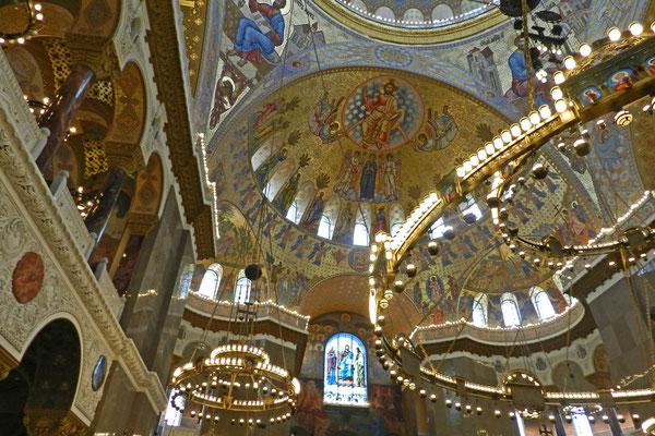 Im Inneren erinnert der Marine-Dom an die Hagia Sophia in Istanbul.