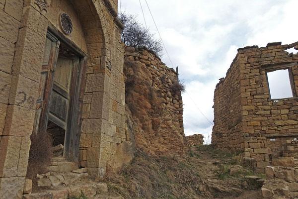 Die meisten Häuser in Gamsutl sind verfallen.