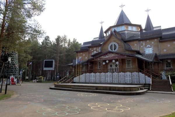 Väterchen-Frost-Palast außerhalb der Stadt