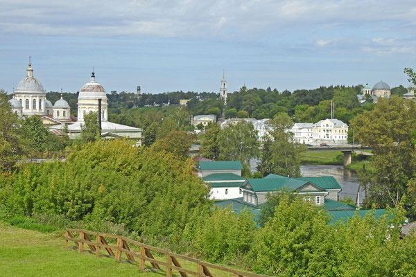 Blick auf das kompakte Stadtzentrum von Torschok