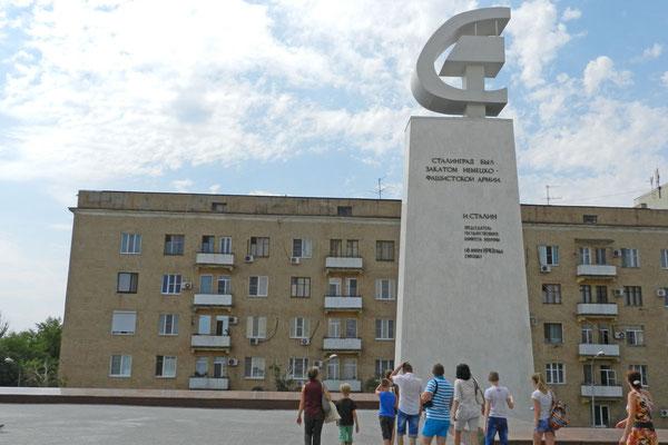 """""""Stalingrad war der Untergang der deutsch-faschistischen Armee."""" J. Stalin"""