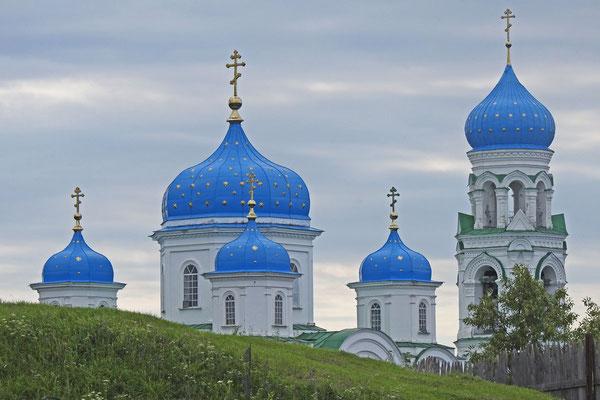 Einige Kuppeln in Torschok sind schon frisch renoviert.