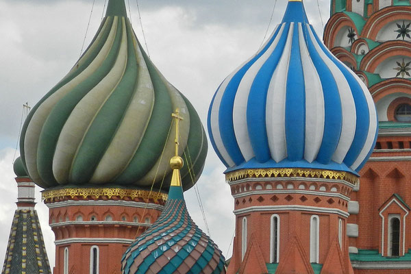 Die bunten Kuppeln der Kathedrale sind einzigartig.