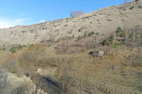 Die Berghänge waren Ende März noch recht kahl.