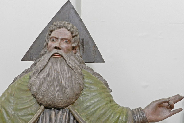 Auch Gottvater gibt es dort aus Holz.