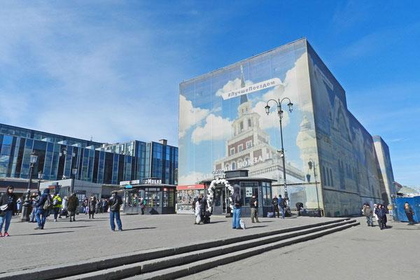 Ein früheres Verwaltungsgebäude zwischen Leningrader und Jaroslawler Bahnhof wird saniert.