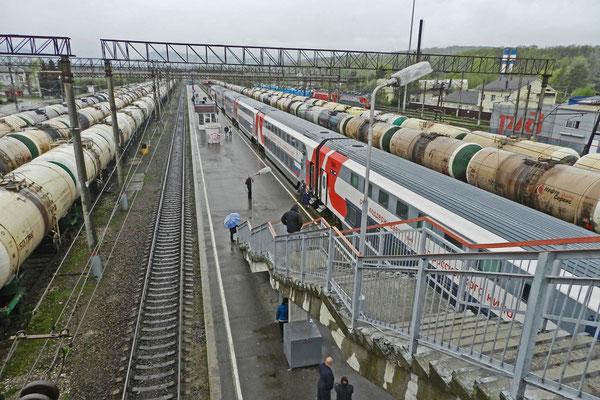 Am Bahnhof Gorjatschi Kljutsch am Fuß der Kaukasusberge