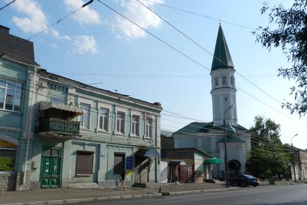 Im Zentrum fällt die tatarische Husainija-Moschee ins Auge.