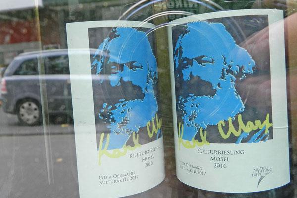 Поклонники философа могут приобрестиздесь вино Рислинг с Марксом на этикетке.