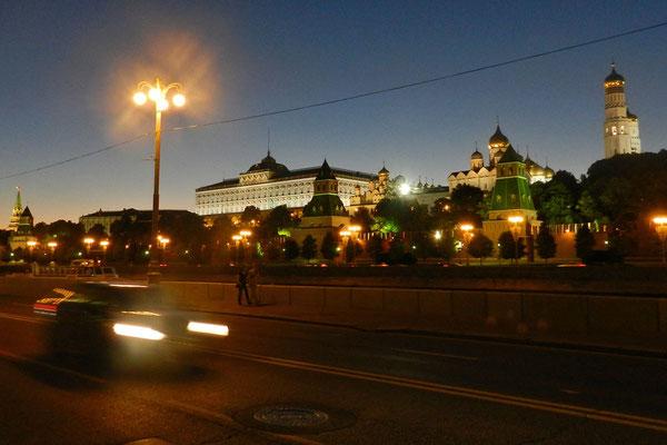 Moskauer Kreml bei Nacht