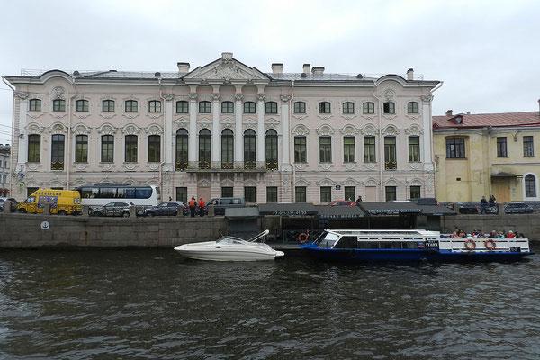 Im Stroganow-Palast wurde das Boeuf Stroganoff erfunden.