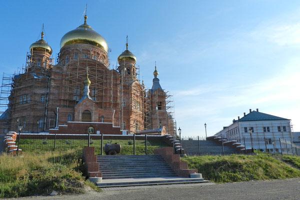 Mitten in der Einsamkeit steht eines der größten Gotteshäuser Russlands.