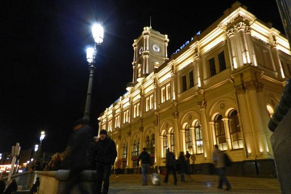 Nachts vor dem Leningrader Bahnhof