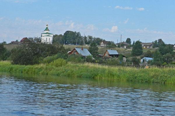 """Nischneje Selo, das """"Untere Dorf"""" an der Tschussowaja"""