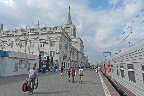 Am monumentalen Hauptbahnhof von Wolgograd