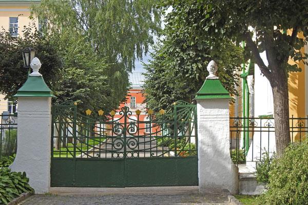 Das Tor zur Geistlichen Akademie bleibt Touristen verschlossen