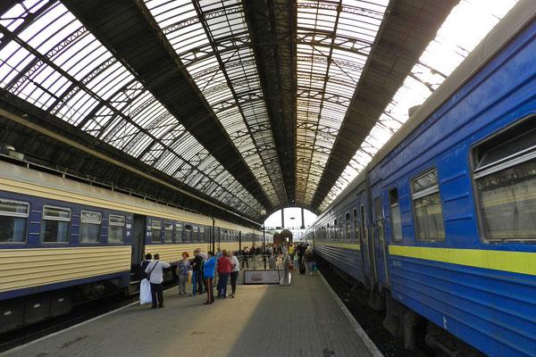 Am Bahnhof von Lemberg