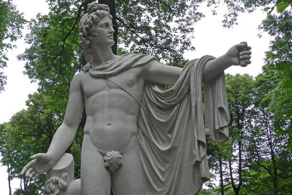 Statuen aus Italien schmückten schon im 18. Jahrhundert den Park.