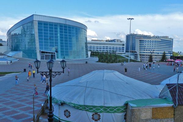 Im neuen Kongresspalast begrüßte Putin die Staatschefs der BRICS-Staaten.