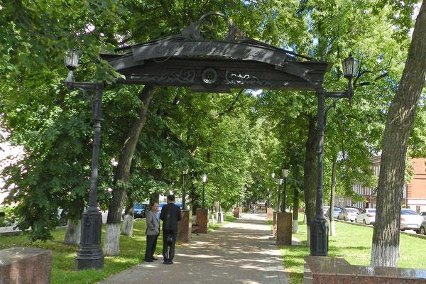 Boulevard unweit des Regierungsviertels von Ufa.