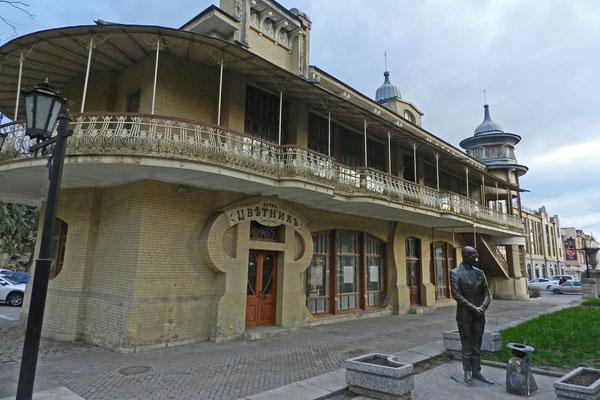 Das legendäre Gukassow-Café vereint Jugendstil und kaukasische Elemente.