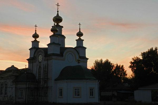 Im Stadtzentrum von Kungur bei Sonnenuntergang.