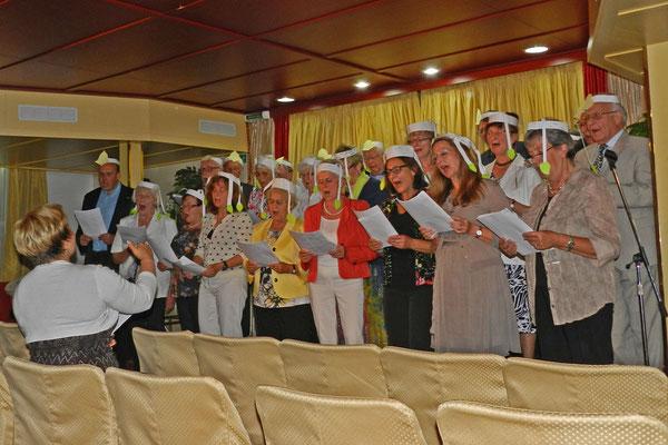 Bord-Chor der MS Iwan Bunin probt für das Abschiebskonzert.