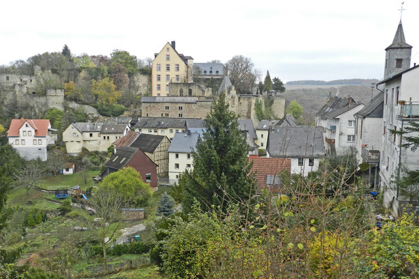 Вид на замок и поселок Даун