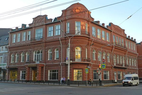 Historische Gebäude prägen die zentrale Lenin-Straße.