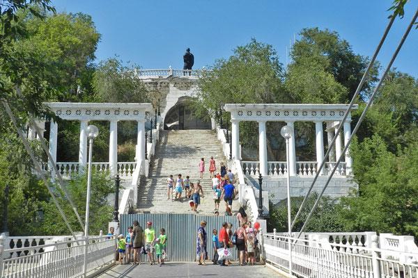 Die eindrucksvolle Treppe hinauf in die Innenstadt wird gerade renoviert.