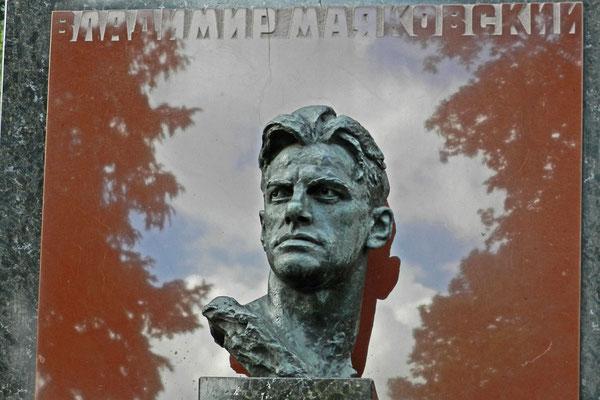 Neujungfrauenfriedhof: Grabmal von Wladimir Majakowski