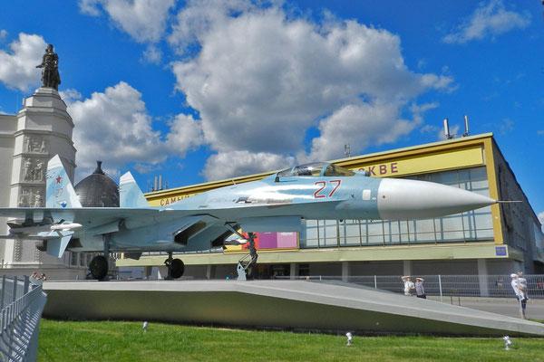Auch ein Suchoi-Kampfjet ist neu in dem Technik-Ensemble.