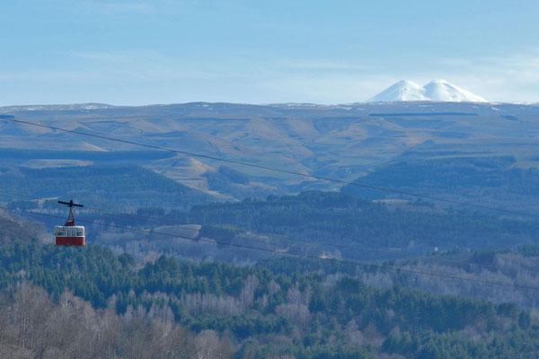 Der Doppelgipfel des Elbrus ist bei klarem Wetter gut zu sehen.