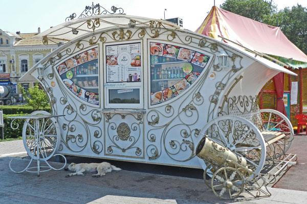 Heute hat der Snack-Verkäufer am Wolga-Ufer Ruhetag.
