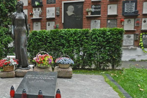 Neujungfrauenfriedhof: Grabmal von Raissa Gorbatschowa