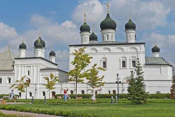 Die Dreifaltigkeitskirche ist rund 100 Jahre älter als die große Kathedrale.