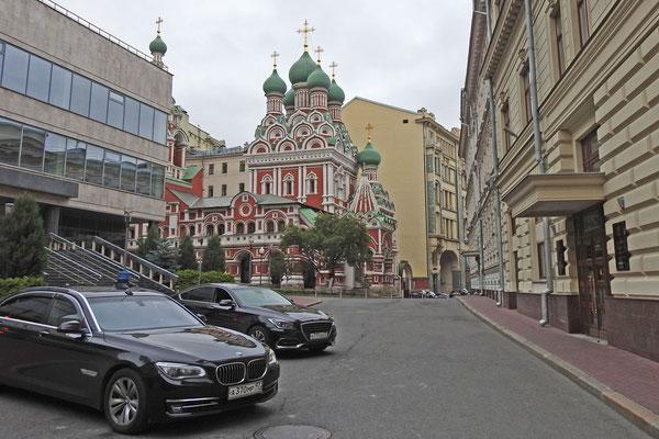 Versteckt zwischen Regierungsgebäuden: Die Dreifaltigkeitskirche in Nikitniki