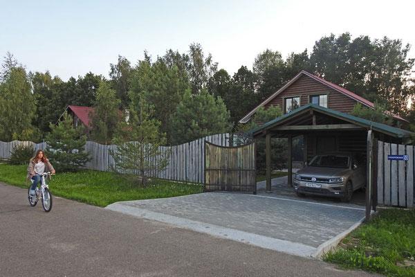 In einer typischen neuen Cottage-Siedlung
