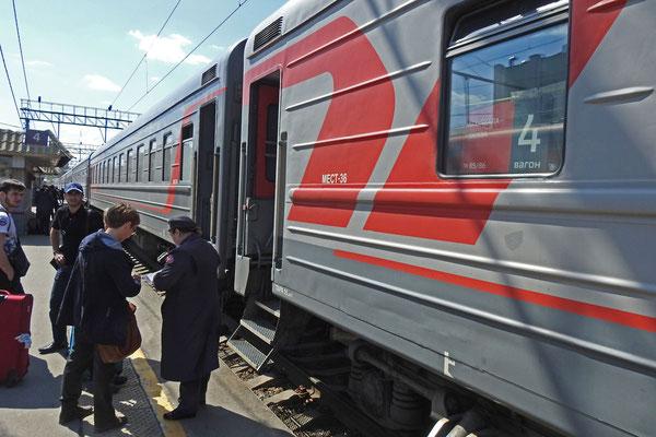 Fahrkartenkontrolle am Schnellzug Moskau-Machatschkala