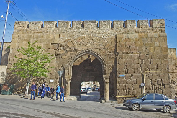 Orient pur - eines der Stadttore von Derbent