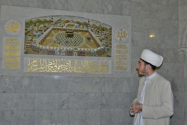 Der Imam der Kul-Scharif-Moschee im Kasaner Kreml begrüßt Gäste.