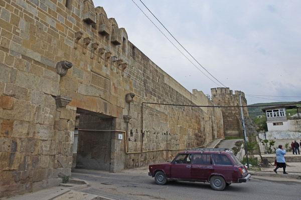 Einfahrt ins mittelalterliche Zentrum