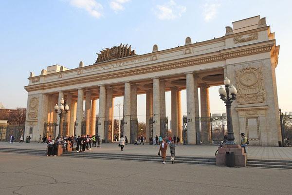Monumentaler Haupteingang zum Gorki-Park