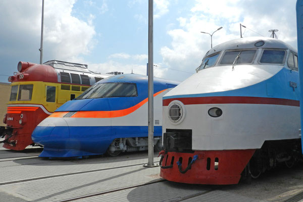 Protoypen verschiedener sowjetischer Hochgeschwindigkeitszüge