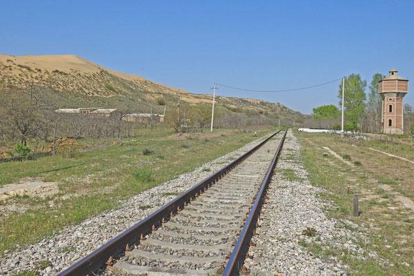 Die Sarykum-Düne liegt an der Bahnlinie Machatschkala-Buinaksk